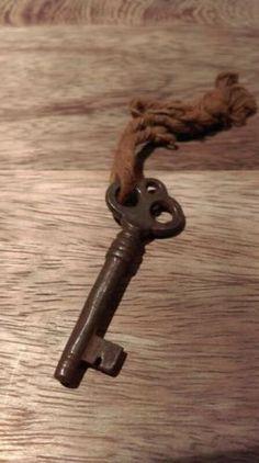 Oude Brocante Sleutelbos 5,5 cm SL2014