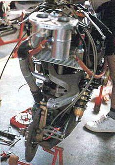 elf-eのフロント回り 片持ちサスアームは、鋳造・中空マグネシウム製