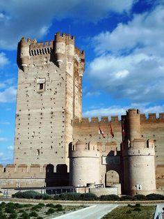 Castillo de la Mota, Valladolid,   España https://www.pinterest.com/jlbadeso/castillos-y-fortalezas-de-espa%C3%B1a/