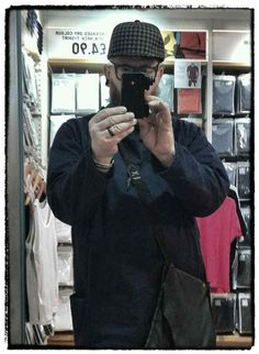 Just bought a #Tweed style synthetic #TruckerCap from #Uniqlo ..Interesting combo.. #TweedGhetto