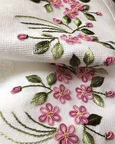 This is the beauty of this day. It is almost spring without seeing the wife. Have a nice day for all of us. Source by claumzg < Br > Embroidery Art, Embroidery Patterns, Flower Embroidery, Crochet Socks, Brazilian Embroidery, Bargello, Colorful Flowers, Bright, Let It Be