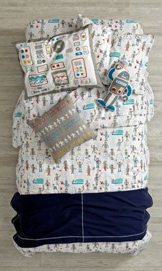 We specifically programmed this robot bedding to be both rad and comfortable. The colorfully printed robots that adorn the duvet cover definitely make it rad. And the super soft, 100% cotton construction makes it more than comfortable.