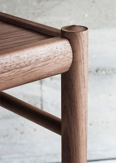 Re-released by Carl Hansen & Søn, this beautiful edition of the Colonial Side Table, originally designed by Ole Wanscher in would add an elegant touch to any contemporary interior.Reflecting Wanscher's interest in eighteenth-century English fu Chair Design, Furniture Design, Colonial Chair, Compact Table And Chairs, Natural Wood Finish, Wood Detail, Shop Interior Design, Contemporary Interior, Wood Tables