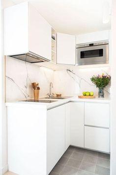 Studio Paris 16 totalmente renovado por un diseñador de interiores. Micro Kitchen, Small Space Kitchen, Little Kitchen, New Kitchen, Kitchen Decor, Decorating Kitchen, Compact Kitchen, Kitchen Designs, Small Apartment Kitchen
