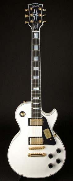 There's something I really like about white guitars. Especially a Les Paul.  Gibson Les Paul Custom 2013 Spec Alpine White