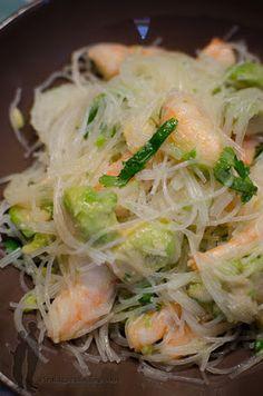 Salade de vermicelles de riz à l'avocat et aux crevettes | Piratage Culinaire