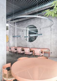 The Casaplata is a modern restaurant in Seville combines an industrial atmosphere with an artsy flair and a delicate design furniture. Architecture Restaurant, Restaurant Interior Design, Cafe Interior, Interior Architecture, Restaurant Interiors, Bauhaus Interior, Concrete Architecture, Interior Concept, Room Interior