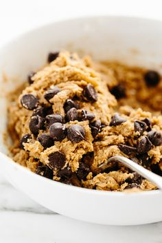 5-Minute Vegan + Gluten-Free Peanut Butter Chocolate Chip Cookie Dough | Totally bean-free yet packed with fiber!