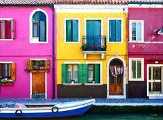イタリア・ヴェネチア近くに浮かぶ人口2800人程が住む小さな島「ブラーノ」。この島には原色で彩られた家が立ち並び、多くの芸術家や観光客を魅了する非常にカラフルで魅力的な街並みが存在しています。古代ロー...