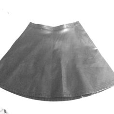 Black leather circle skirt Faux leather, pockets, exposed zipper in back Tinley Road Skirts Circle & Skater