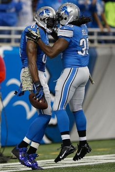 Calvin Johnson celebrates a first quarter touchdown with Joique Bell, 11/09/2014