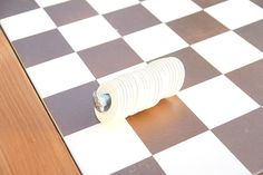 This DIY outdoor checkers game table has a secret! It doubles as a pretty mosaic top patio table. We have the complete tutorial for this DIY project. Outdoor Checkers, Checkerboard Table, Tile Tables, Patio Table, Table Games, Craft Gifts, Repurposed, Diy Projects, Diy Crafts