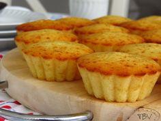 Queijadas de Requeijão com Laranja Portuguese Desserts, Portuguese Recipes, Portuguese Food, Cupcakes, Cupcake Cakes, Cake Recipes, Dessert Recipes, Good Food, Yummy Food