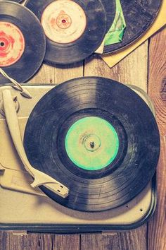 Picture of Old gramophone and few vinyl records on wooden table stock photo, images and stock photography. Gramophone Record, Aesthetic Room Decor, Vintage Vinyl Records, Wooden Tables, Art Logo, Installation Art, Wall Art Decor, Globe, Baskets