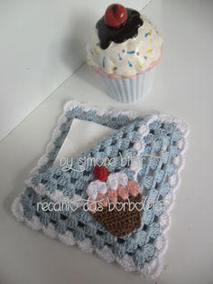 <3 Encomendinha concluída: Porta Guardanapos com aplicação de Cupcake \o/ Vem saber mais aqui: http://recantodasborboletas-simoninha.blogspot.com.br/
