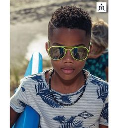 Retour T-shirts Augustin 225 Blauw dessin Tint, Kids Fashion Boy, T Shirts, Kids Boys, Jeans, Style Icons, Sunglasses, Outfits, Cool Shirts