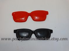 2 Sunglasses Shaped Crayons by PartyTimeIndustries on Etsy