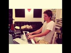 Ansel Elgort singing ! PERFECTION ! - YouTube