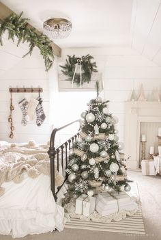 32 Beautiful Christmas Tree Ideas For Bedroom Decoration - Wake up to a room full of holiday cheer with the perfect Christmas Themed Bedroom. If you are far from being the old Grinch or Scrooge, than this is t. Pretty Christmas Trees, Cozy Christmas, Beautiful Christmas, White Christmas, Christmas Lights, Christmas Decorations, Holiday Decor, Christmas Ideas, Christmas Mantles