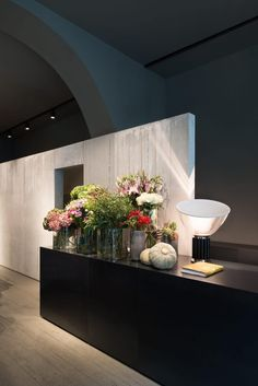 Inspiring restaurant and flower shop designed by Storage Associati, situated in Milan, Italy. Design Shop, Flower Shop Design, Store Design, Flower Shop Interiors, Milan Design Week 2017, Boutique Interior Design, Design Interiors, Flower Studio, Co Working