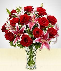 Lírios - De Amor: Lírios rosas e Rosas vermelhas no vaso