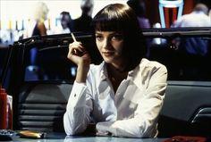 Uma Thurman dans Pulp Fiction (1994). Petit détail qui fait la différence : le bouton de manchette