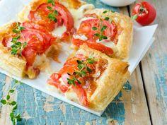 Tarte aux tomates et au Saint-Nectaire : Recette de Tarte aux tomates et au Saint-Nectaire - Marmiton