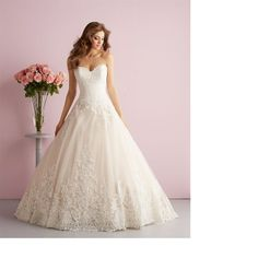 Absolutely stunning bridal gown with lace and sweetheart neckline