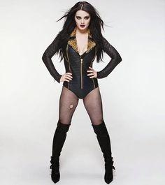 Paige (Saraya-Jade Bevis)