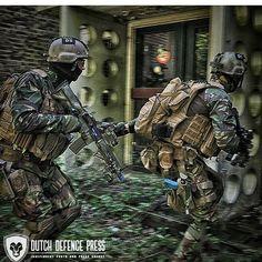 Korps commando troepen tijdens een anti terreur oefening #korpscommandotroepen #koninklijkelandmacht #nlmilitary _______________________________________________________ //@dutch_defence_press