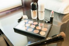 The best travel makeup. Makeup essentials to pack when traveling. More photos and details on THECASHMEREGYPSY.COM