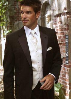 Wedding tuxedo.....   VIA #WEDDINGPINS.NET