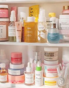 Quite beautiful skin care tip for a shiny face skin. Please read the skin care routine pin number 8633465785 here. Diy Makeup Organizer, Makeup Storage, Makeup Organization, Beauty Care, Beauty Skin, Beauty Hacks, Huda Beauty, Diy Beauty, Beauty Ideas