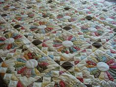 Addicted To Quilts: Dresden Plate. A really beautiful quilt.