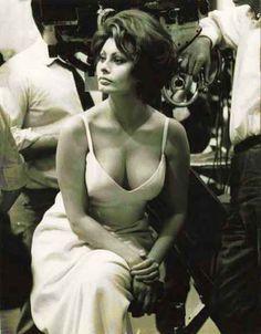 """Sophia Loren en el rodaje de """"La Condesa de Hong Kong"""" (A Countess from Hong Kong), 1967"""