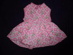 alte Puppenkleidung: rosa Kleidchen mit Karos und Blütenmuster