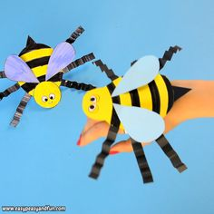 Next in our series of bug hand puppets with templates is the buzzing bee paper hand puppet. This little fellow is really easy to make (with our without the template) and is really fun to play with. Crafts for school Bee Paper Hand Puppet Template Bee Crafts For Kids, Winter Crafts For Kids, Spring Crafts, Toddler Crafts, Preschool Crafts, Easter Crafts, Diy For Kids, Fun Crafts, Diy And Crafts
