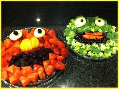 Easy Elmo  Oscar Fruit  Vegetable platters! A must for your next party!! #kids #toddler #birthday