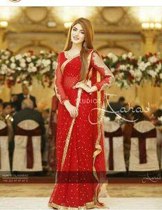 Pakistani Fashion Party Wear, Pakistani Wedding Outfits, Bridal Outfits, Pakistani Dresses, Saree Wearing Styles, Saree Styles, Indian Designer Outfits, Designer Dresses, Designer Wear