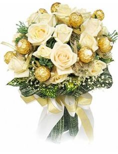 Chocolate Flower Bunch Send this Chocolate bunch to your sweet ones through Goenka Florist. A dozen Ferrero Rochers with 12 yellow roses craftily pinned Birthday Chocolates, Birthday Candy, Hand Bouquet, Rose Bouquet, Ferrero Rocher Bouquet, Chocolate Flowers Bouquet, Online Birthday Gifts, Edible Bouquets, Yellow Bouquets