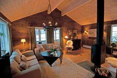 Bilder fra innsiden av våre hytter Living Room, Furniture, Cabin, House, Interior, Home, Cedar Homes, Lake House, Cabin Design