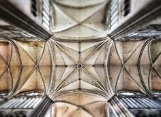 Nef au-dessus du coeur de la cathédrale Notre-Dame d'Amiens.