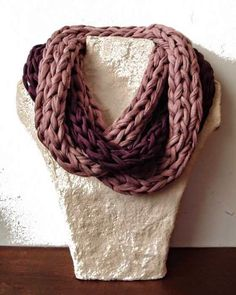 Cuello bufanda dos vueltas en color lila y berenjena