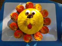 Two At The Zoo - Birthday Party - Lion Cake & Cupcakes