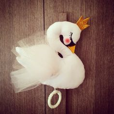 Cablepuppets  @tralenuvole handcrafted #nursery #babydecor #swan #carillon #babylullaby