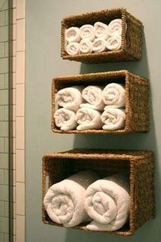 Come sistemare gli asciugamani in bagno! Ecco 20 idee originali per ispirarvi... Come sistemare gli asciugamani in bagno. Vi piace arredare casa in modo particolare? Queste idee vi piaceranno di sicuro! Oggi abbiamo selezionato per voi, 20 modi originali...