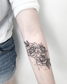 #floraltattoo #floral #blacktattooing #tats #tattoo #tattoos #tattooed…