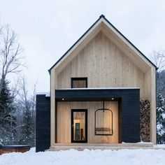 cargo architecture clads villa boreale in quebec with black metal and white cedar Residential Architecture, Modern Architecture, Architecture Layout, Scandinavian Cabin, Scandinavian Chairs, Exterior Design, Modern Farmhouse, Modern Cottage, Building A House