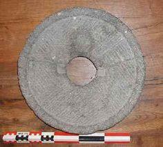 Meule circulaire en basalte de l'Eiffel (Allemagne) _ Luc Jacottey 2005 - archéo Besançon