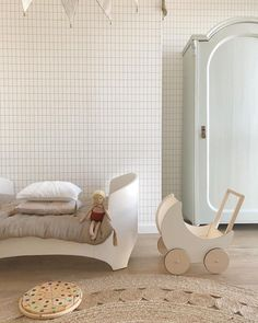 Say Yes to Natural Materials! http://petitandsmall.com/natural-materials-kids-room-decor/ #kidsroom